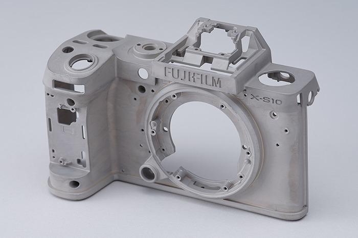 FUJIFILM X-S10のマグネシウムボディ